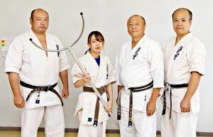 護身術を指導する会社「1MAK」を立ち上げた鳥丸鶴一代表(左)ら