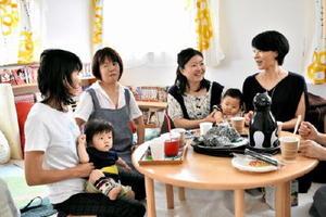 ポコ・ア・ボッコは、子育て中の父母らの交流イベントを展開している