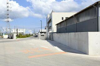 <教訓生きたか>佐賀鉄工所 幾重の対策、油流出防ぐ 標高2メートルの壁、水流入阻止