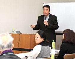 昨年の「健康ほっとセミナー」で講演する森川院長