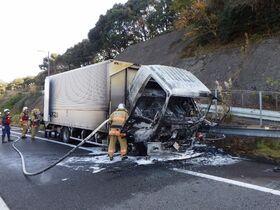 長崎道、車両火災で一時通行止め