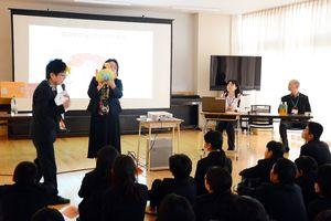 脳の部位と機能について学ぶ児童たち=東松浦郡玄海町の玄海みらい学園