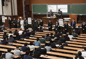 大学入試改革で、最後の実施となった大学入試センター試験の会場。共通テストは大学入試センター試験の後継=1月、東京・本郷の東大
