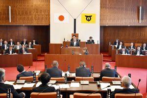深浦弘信伊万里市長が提案した特別職の退職金廃止に関する特例条例案を継続審議とした市議会
