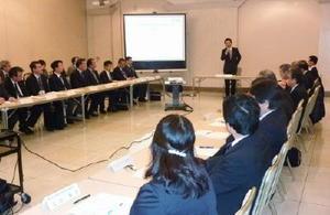 県地域防災計画の地震津波想定などを見直した県防災会議=佐賀市のグランデはがくれ