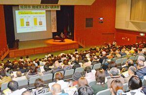 約450人が参加した地域支え合い講演会=佐賀市兵庫北のメートプラザ佐賀