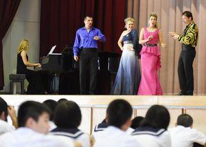 美しい歌声を響かせたスロバキア国立歌劇団のメンバーたち=神埼市千代田町の千代田中