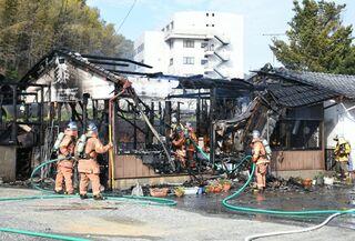 神埼市でラーメン店全焼 19日午後、けが人なし