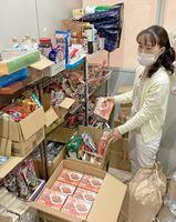 困窮家庭を支援する食品を保管している鹿島市社会福祉協議会のフードバンク。担当者は「コロナ禍でさらに家計が苦しくなっている世帯もある」と指摘する