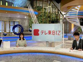 動画収録中の片渕茜アナウンサー(左)と豊島晋作アナウンサー(テレビ東京提供)