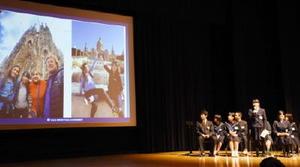 海外留学での体験談を発表する生徒たち=佐賀市のアバンセ