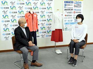 濱田選手、五輪ユニホーム寄贈 佐賀県スポーツ会館で展示