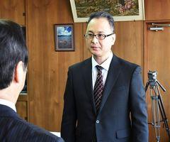 日本航空から派遣され伊万里市の観光アドバイザーに就任した小田隆司さん=同市役所