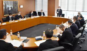 2021年産のコメの削減量を話し合った佐賀県農業再生協議会=佐賀市の県JA会館