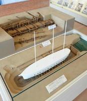 三重津海軍所のドライドック復元模型。潮の干満を利用して水を排出し、船底などを修理した=佐賀市の佐野常民記念館