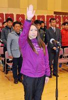 7連覇へ向けて力強く選手宣誓したひらまつ病院の古川千尋選手=小城市のゆめぷらっと小城