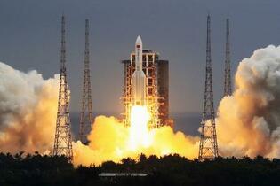 中国ロケット残骸がインド洋落下