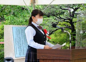 スピーチで「大隈重信侯のように挑戦し続ける大切さに気付いた」と語る内田早紀さん=佐賀市の大隈重信記念館
