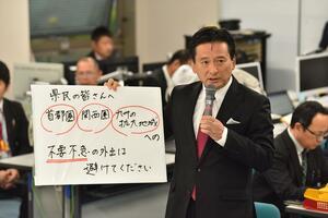 佐賀県内3人目の感染者が確認され、感染拡大地域への不要不急の外出を控えるよう呼び掛けた山口祥義知事=1日午後、県庁