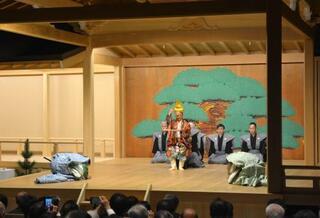 奈良・大神神社に能楽堂