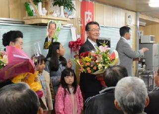 =県議選= 神埼市・郡 内川さん競り勝つ