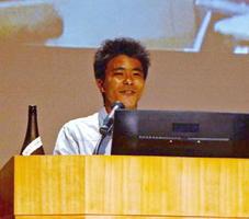 造り手の思いを伝え、日本酒好きを増やすという夢を語る佐賀大学農学部3年の古川拓実さん=福岡市の福岡国際会議場