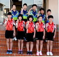 全国大会での健闘を誓う小学生卓球県代表チーム=有田町体育センター