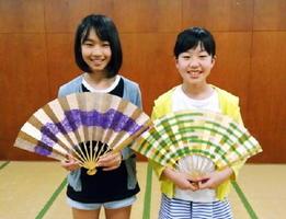 松永莉奈さん(左)と太田陽奈子さん