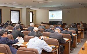 佐賀県難病相談支援センターや、難病患者の現状などについて理解を深めた研修会=県議会棟