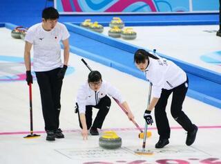 カーリング混合、日本が決勝進出