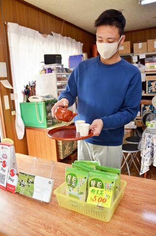 <新型コロナ>「得意先は福岡」募る不安 基山の茶農家・販売の靏さん