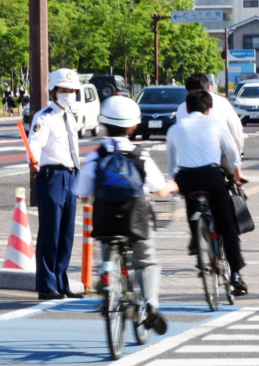 家 自転車 事故 政治