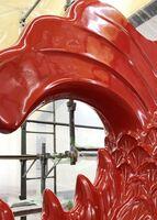 上塗りを施された鯱の尾びれ(前川源明さん提供)