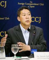 日本外国特派員協会で記者会見する、NHKから国民を守る党の立花党首=2日、東京・丸の内