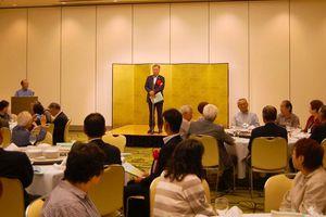 約60人が集まり、親睦を深めた関西福富会の総会=大阪市内