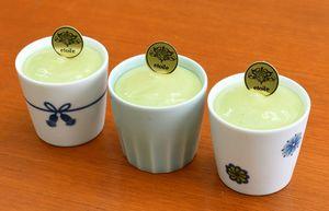 エトワールホリエが販売する伊万里焼カップのスイーツ