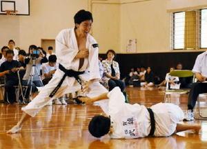 少林寺拳法男子組演武で優勝した武雄の木寺悠太・武富翼