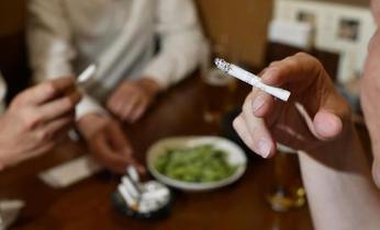 東京都、従業員雇う飲食店禁煙