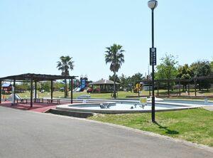 遊具などの使用が禁止され、閑散とした園内=佐賀市の干潟よか公園