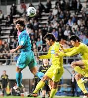豊田が今季のベストゴールに挙げた千葉戦でのヘディングシュート。昇格を争うライバルを蹴落とし、チームを勢いづける決勝点となった=10月26日、ベストアメニティスタジアム