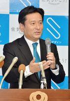 次期知事選への態度表明の時期などについて考え方を述べた山口祥義知事=佐賀県庁