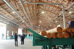 完成した製材工場は鉄骨を使わず、県産材だけで強度を保てる新構法が採用されている=佐賀市富士町下熊川