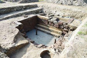 今年1月に見つかっていた佐賀城本丸跡の地下へと続く階段。詳しい調査の結果、水くみ場へ降りる階段であった可能性が高まった=佐賀市の佐賀城本丸跡