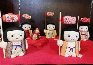 佐賀錦振興協議会では、こいのぼりを手にしたる愛らしい「元気くん」も人気です。価格は税込み5千円~8千円。