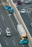大阪で車3台絡む事故、3人死亡