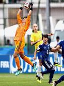 女子サッカー、ブラジルと分ける