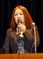 佐賀県の災害派遣福祉チーム「佐賀DCAT」の研修会で、その役割について講演した名取直美氏=佐賀市の市文化会館
