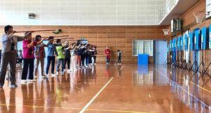 第9回武雄市スポーツ吹矢大会の様子