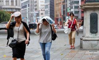 列島、猛暑と局地的大雨