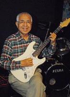 16日にライブイベントを開催する吉田拓郎さんのコピーシンガー・よしだかくぞうさん=佐賀市松原の夢楽人(むらびと)